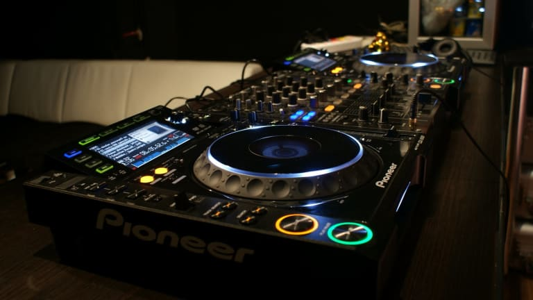 Become a Pro at Using CDJs with Groove3