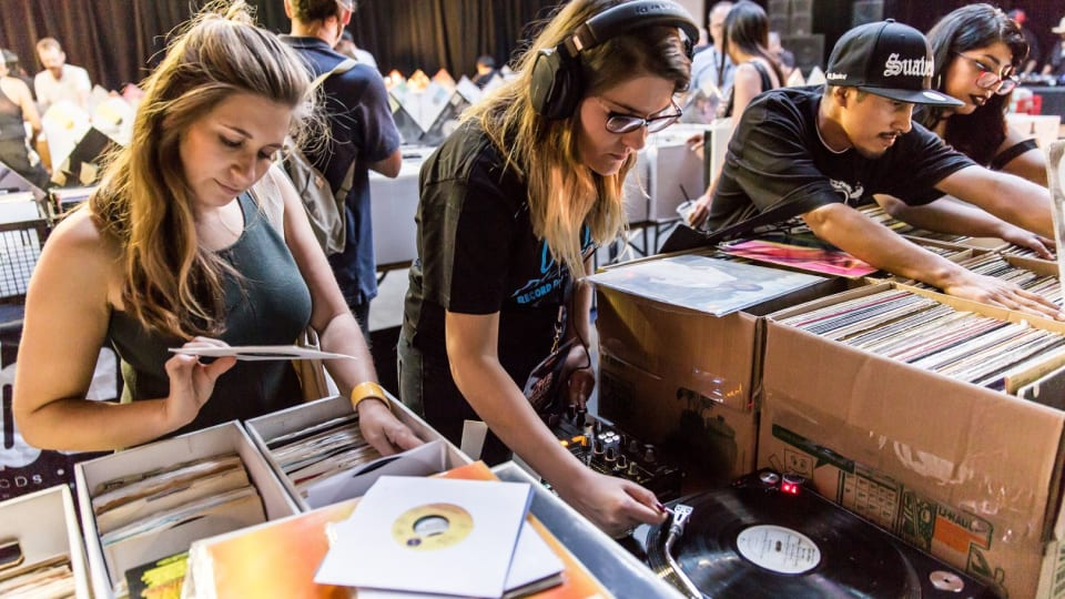 US Recorded Music Revenues Rose 27% & Vinyl Sales Soared 86% In First Half Of 2021