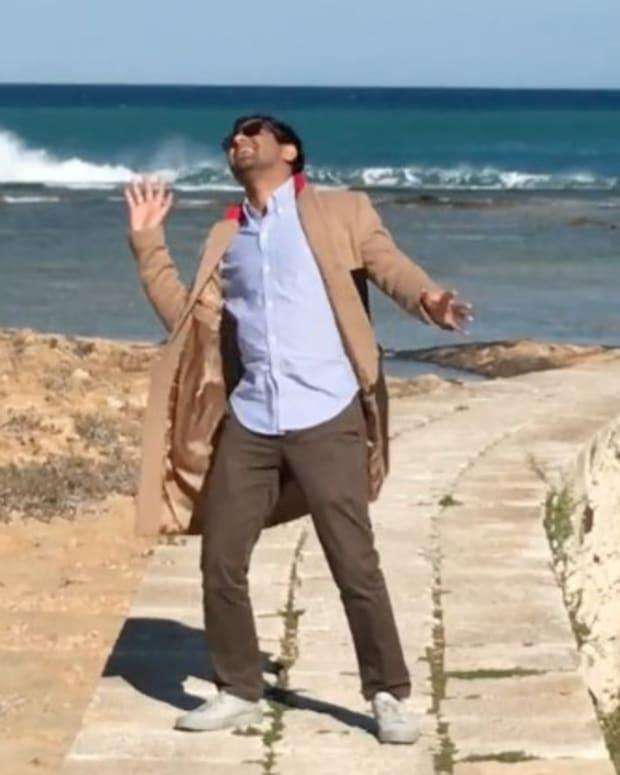 Aziz-Ansari-Famous-video-640x416.jpg