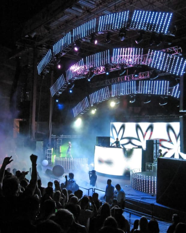 Kaskade (photo by Daniel/Wikimedia Commons)
