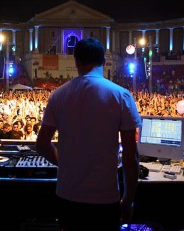 DJ (photo by Barbu Cristian)