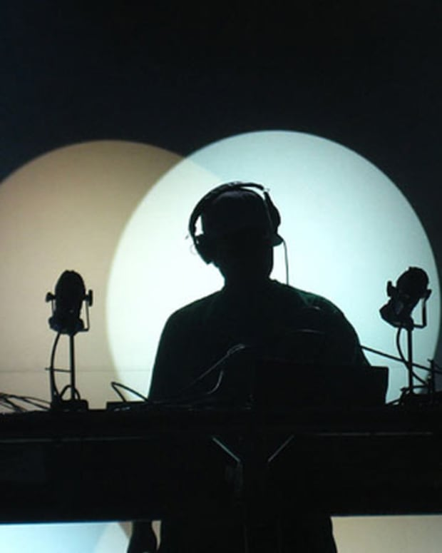 Sad State Of EDM Culture: DJ Shadow Kicked Off The Decks at Miami's Mansion