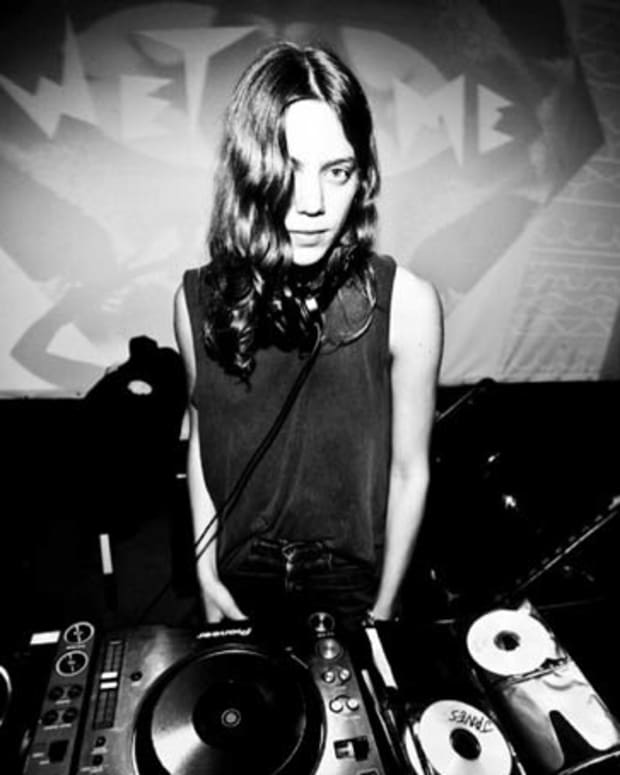 "Free Download: Clara3000 ""Badass.jpg"" DJ Mix"