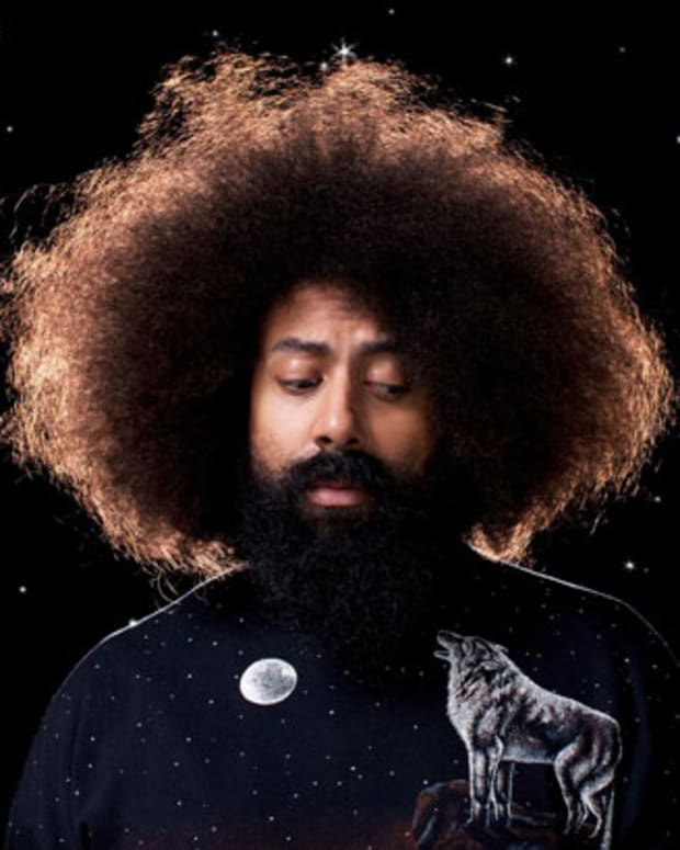 Watch: Reggie Watts Disorient You In The Most Entertaining Way—With His Voice, Looping Pedals And His Giant Brain