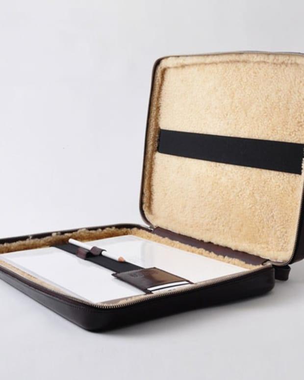 0pv_aw11_Maison_Martin_Margiela_11_Leather_Laptop_Sleeve1