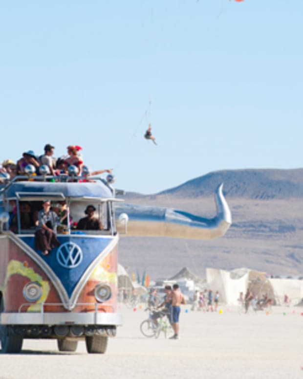 Woman Dies In Bus Accident At Burning Man 2014