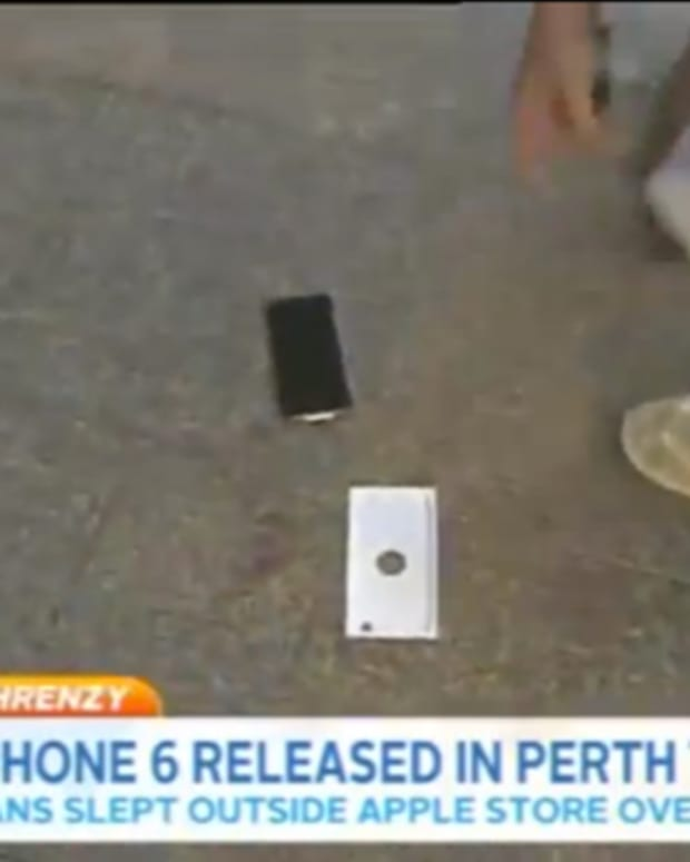 Struggle Turns To Tragedy In This iPhone 6 Unboxing Video