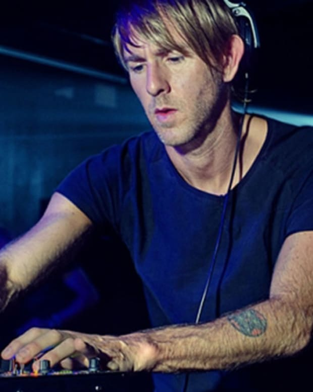 Richie Hawtin Apologizes To Photog After Speaker Incident