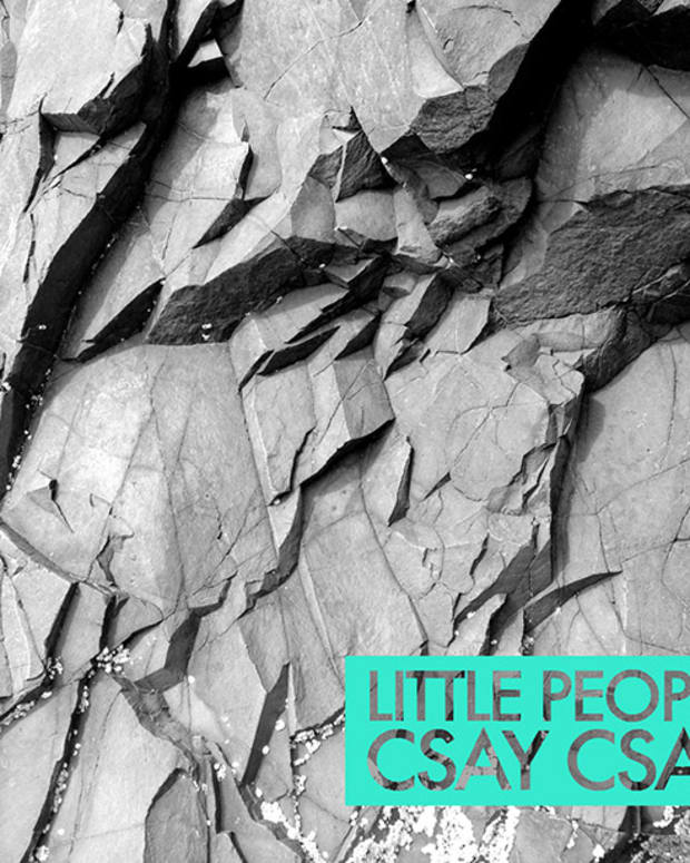 PREMIERE: Little People - Csay Csay