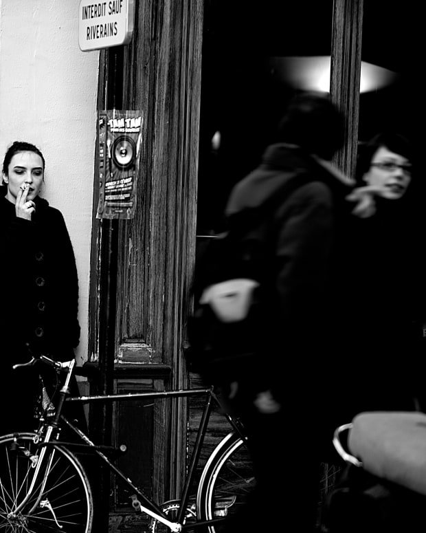 Girl_Smoking_Outside_a_Café