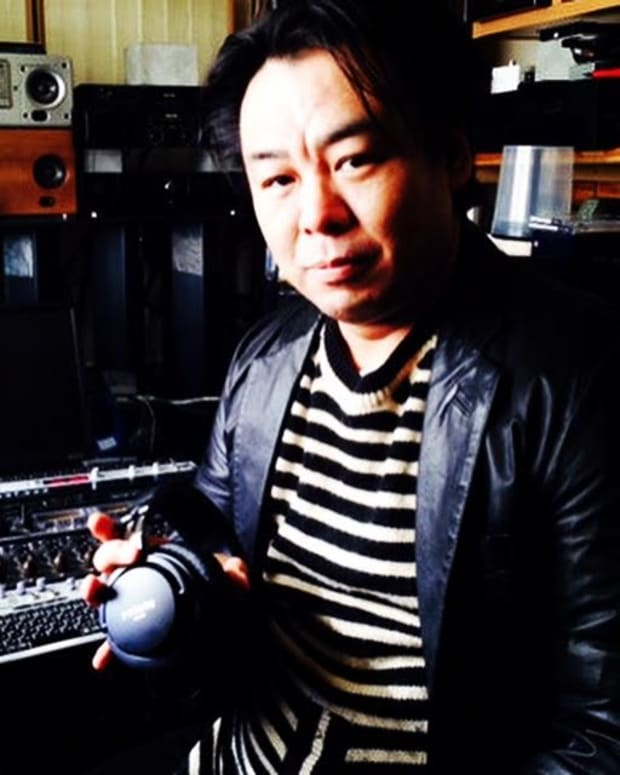 Isao Kumano with the SMB-02 at the phonon studio