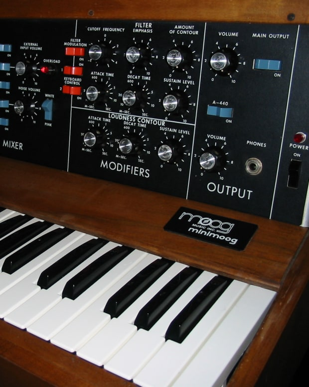 Minimoog_model_D_(1975)_(by_Alain,_6919141447).jpg
