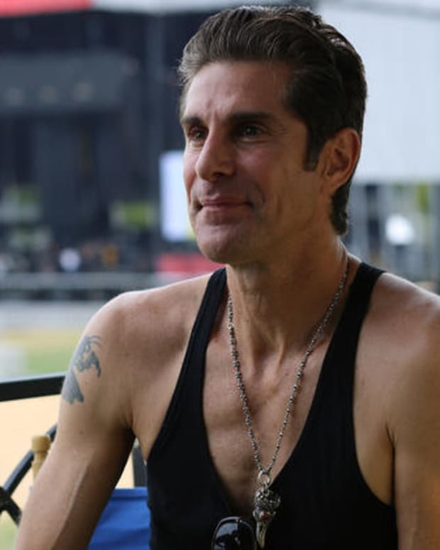 perry-farrell-lolla.png