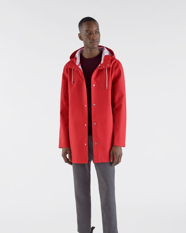 stutterheim_RED_unisex_coat_stockholm_red_model_man_1