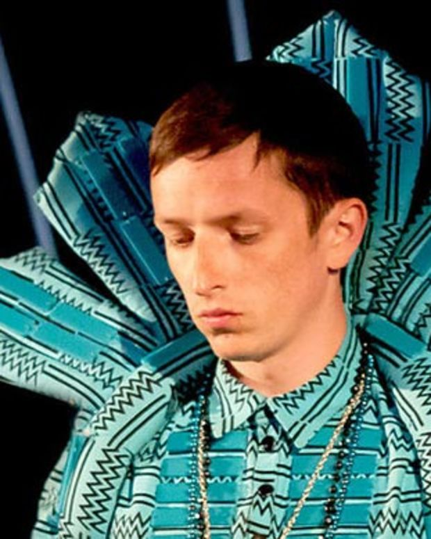 "Free Download: Totally Enormous Extinct Dinosaurs ""Trouble"" Lunice Remix"