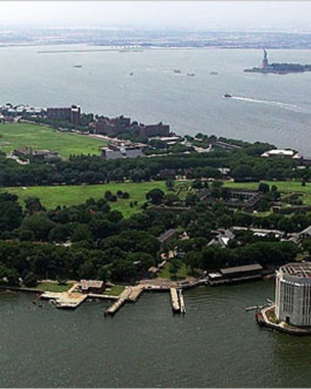 EDM News: July 4th Weekend at Governors Island NYC: Chuckie, Gareth Emery, Dirty South, Victor Calderone and Many More...