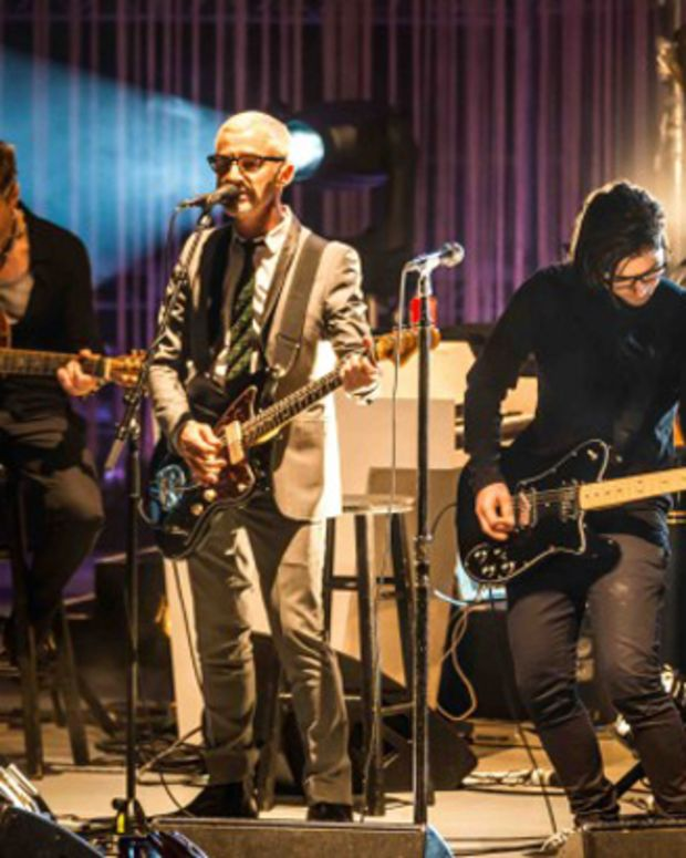 EDM News: Skrillex Joins Above And Beyond On Stage At The Greek Theater For Acoustic Performance