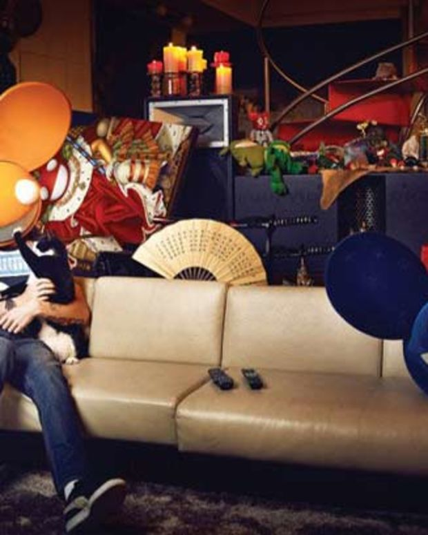 """deadmau5 Hits 8.5 Million Likes On Facebook And Laughs, Urges Fans To """"Unlike"""""""