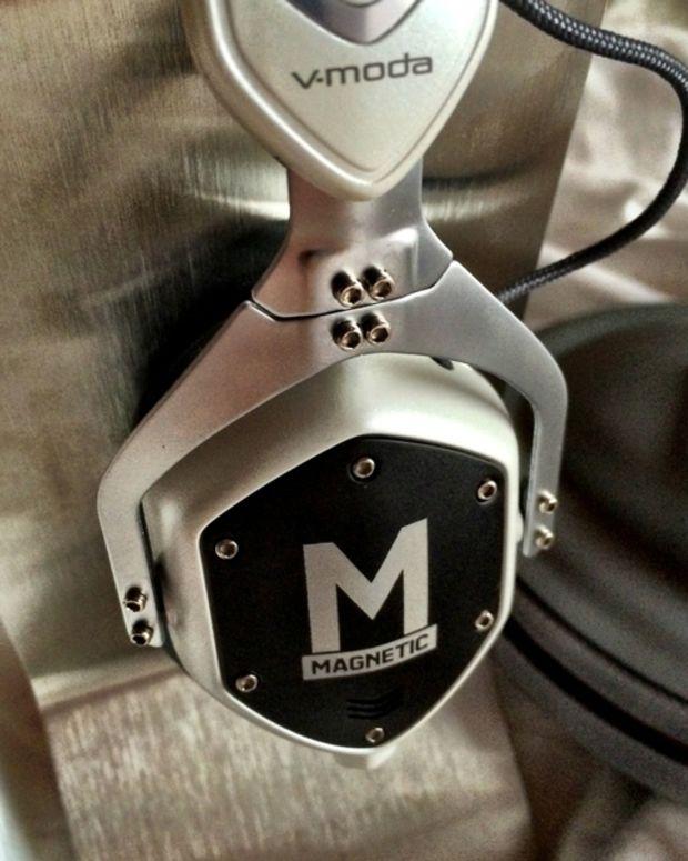 Win A Pair Of Magnetic X V-Moda XS Headphones!
