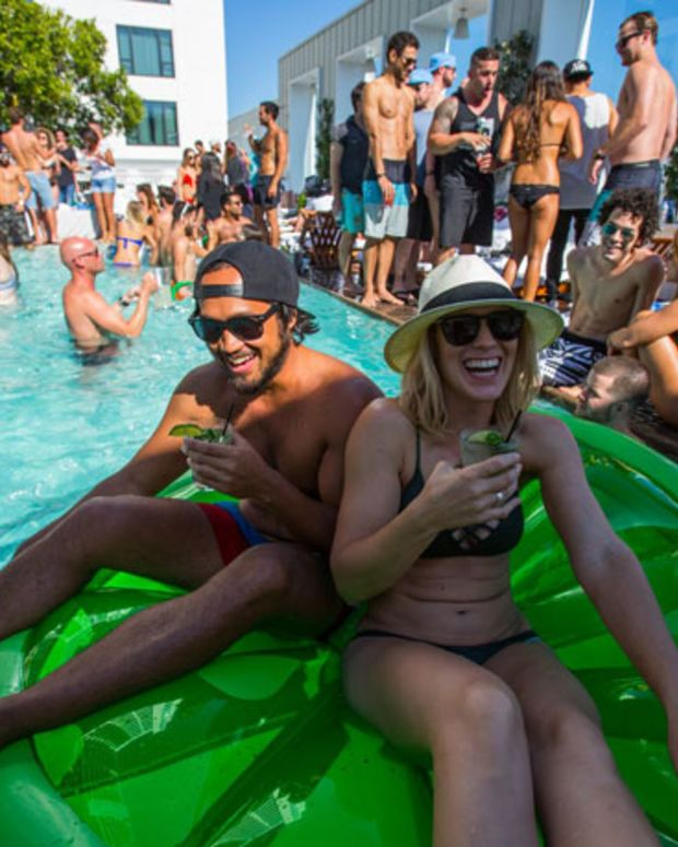 Event Coverage: Corona's Electric Beach Goes Off