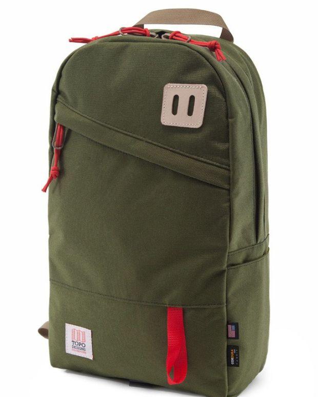 topo-daypack-olive_1024x1024.jpg