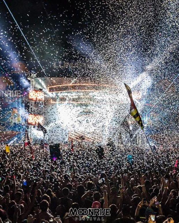 Moonrise Festival 2016 crowd and confetti shot