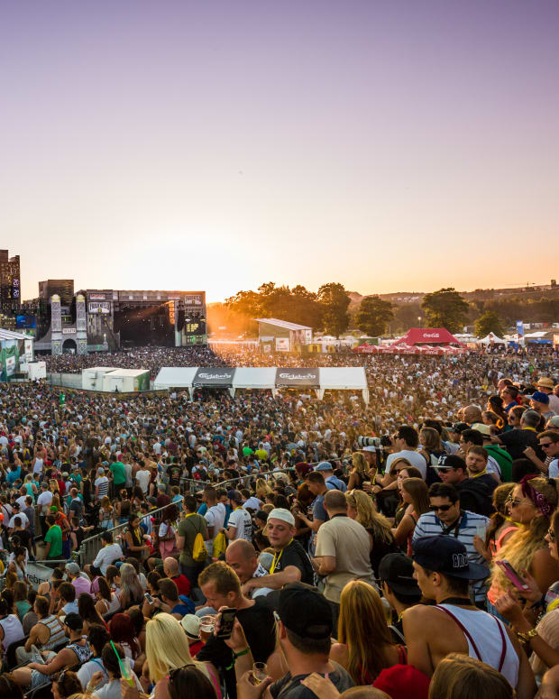 Music Festival Crowd (photo by SkiMoon)