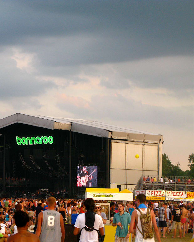 Bonnaroo_What_Stage_(4704763599).jpg