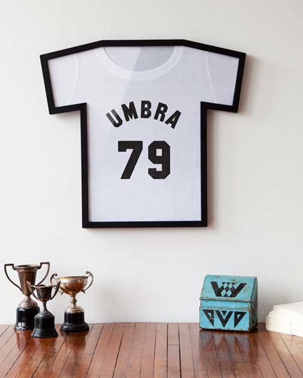 T-Frame T-Shirt Display by Umbra