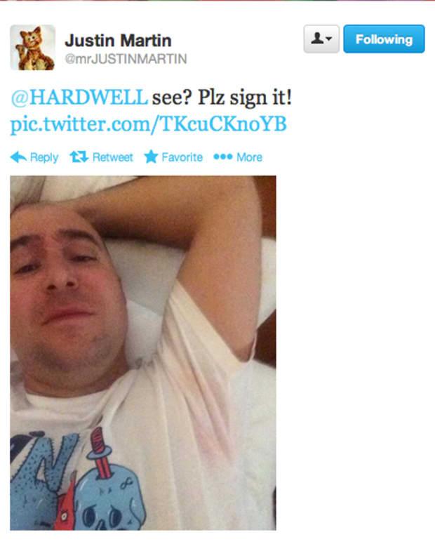 Justin Martin Sweats Neon Pink EDM, Asks Hardwell To Autograph It - EDM Culture