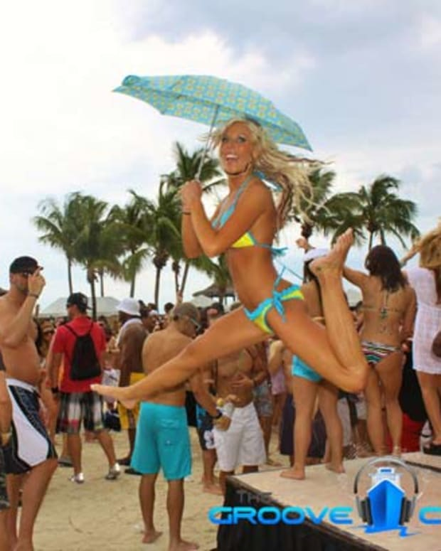 22 Photos Documenting 10 Years Of The Groove Cruise - EDM Culture