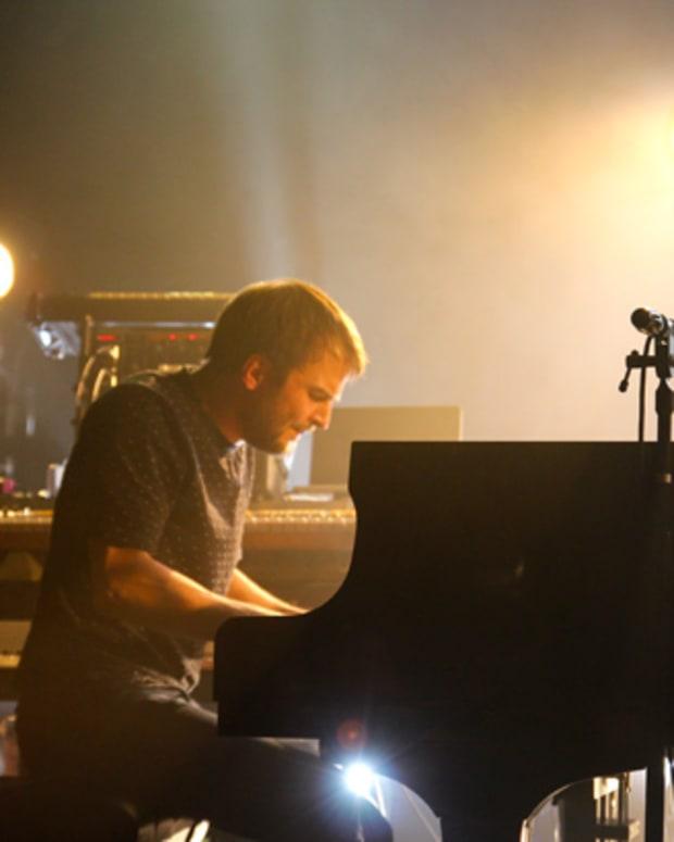 nils-close-piano