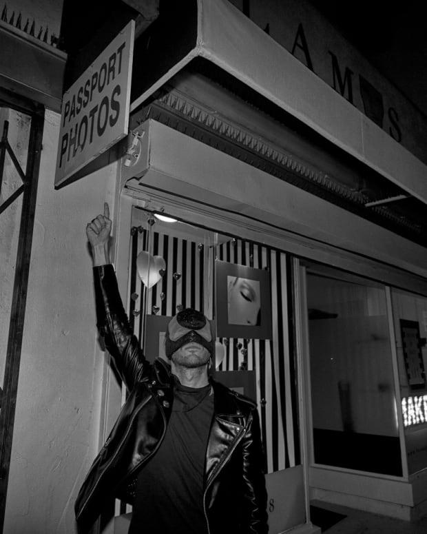 Bob pointing at a sign