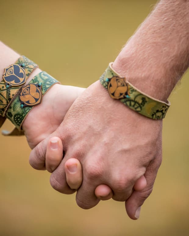 TomorrowWorld Hand Holding Image 2015