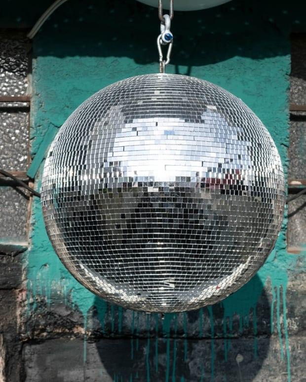 nightclub-1157957_1280