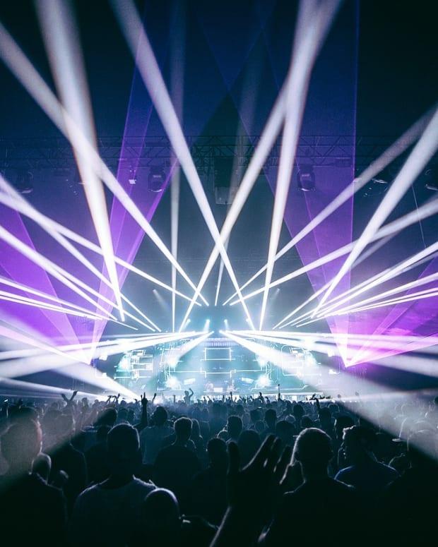 crowd-1846662_1280