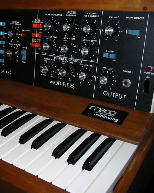 Minimoog_model_D_(1975)_(by_Alain,_6919141447).jpg