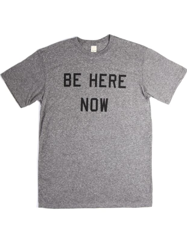 TMA030-A_Men_s-Be-Here-Now-Grey_01_1024x1024