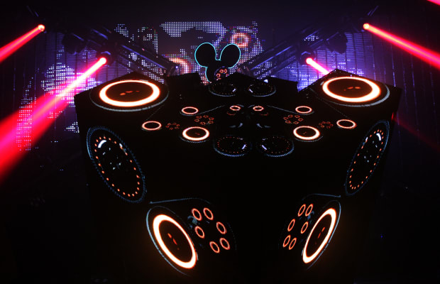 "Deadmau5 Reveals Redesign of Cube Stage Setup, ""cubev2"" in Progress"