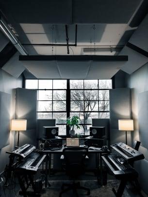 Studio - Vertical