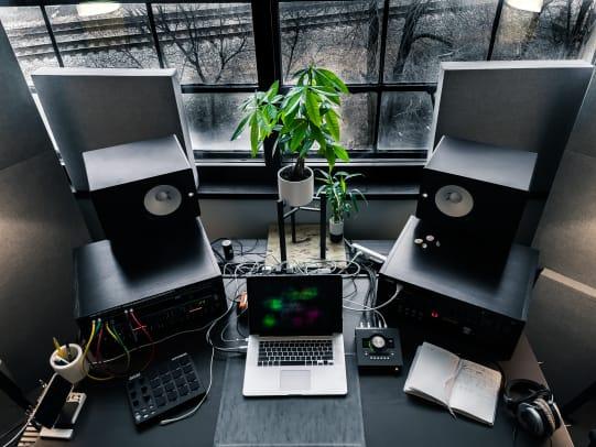 Studio - Top