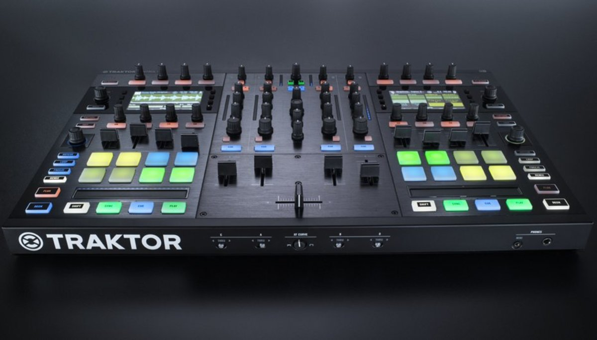 img-ce-gallery-traktor_kontrol_s8_overview_01_gallery-intro_01-a79995e5a86bac029c038d753cefb659-d.jpg