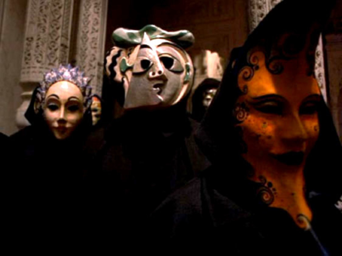 Other-members-of-the-group-OR-an-afterparty-on-set-of-Eyes-Wide-Shut-