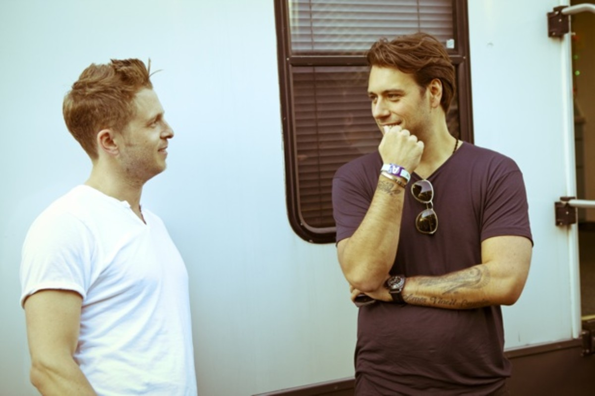 1950059-Sebastian-Ingrosso-and-Ryan-Tedder-candid-617