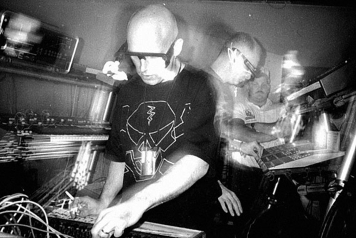 Orbital playing live on their first U.S. tour in 1992