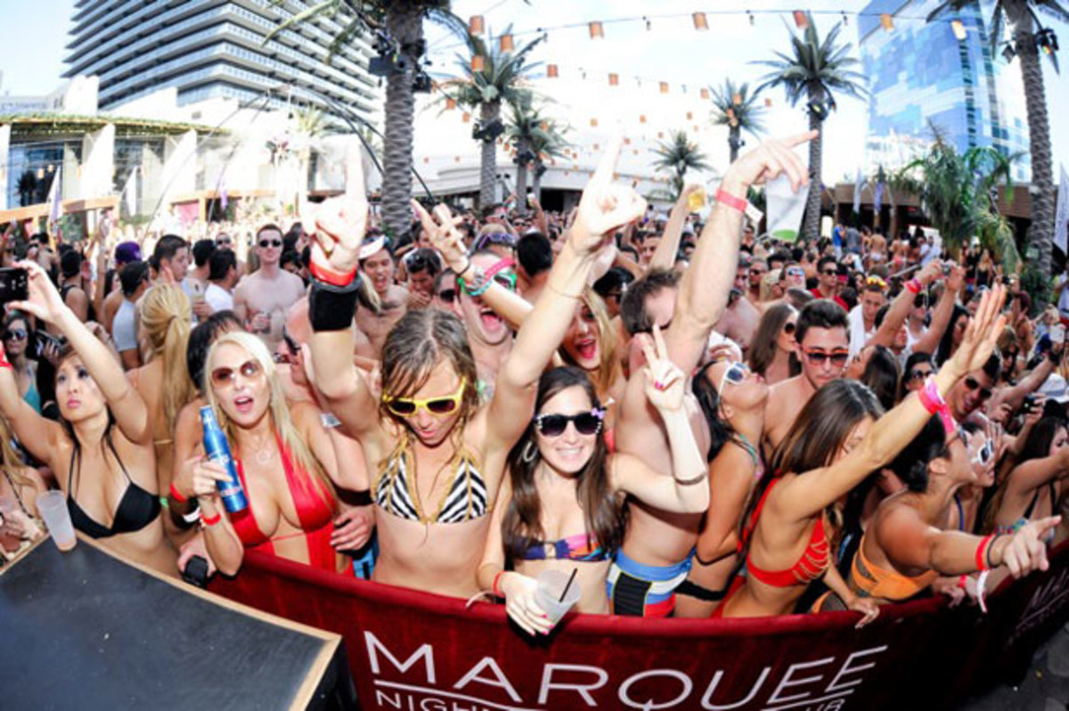vegas pool party promoter guest list - drais beach club - xs - omnia - hakkasan - tiesto - aoki - alesso - marshmello - chainsmokers