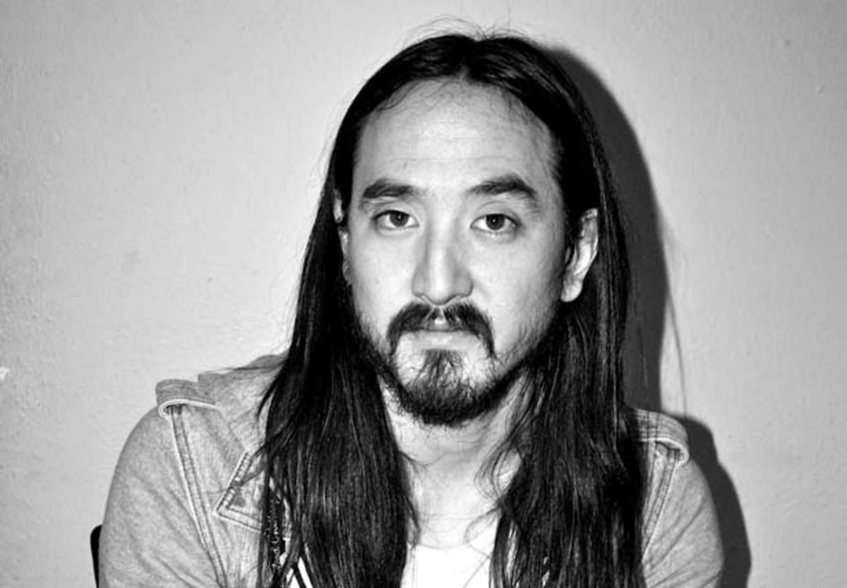 Steve Aoki Fans Poor Their Hearts Out
