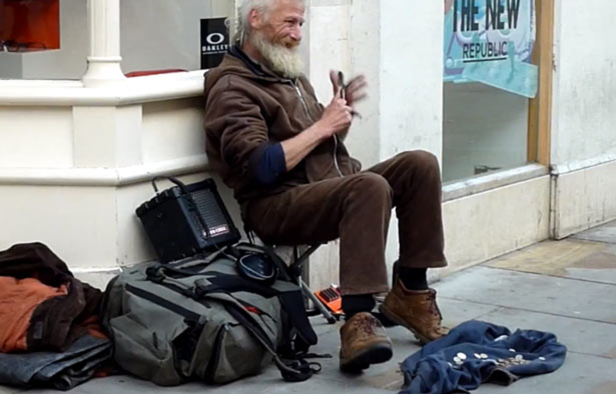 """Watch: Dude playing the spoons to """"Insomnia"""" by Faithless"""
