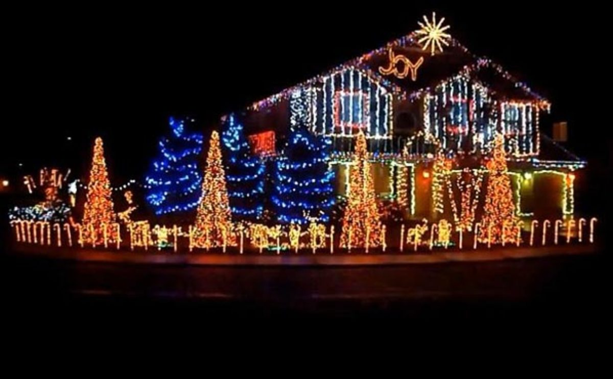watch cadger dubstep christmas lights house 2012 bangarang and cinema mix