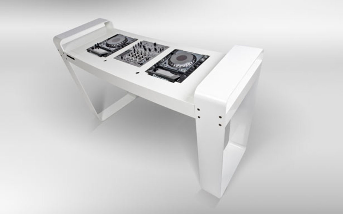 Want: Spin Age DJ Table by Hoerboard